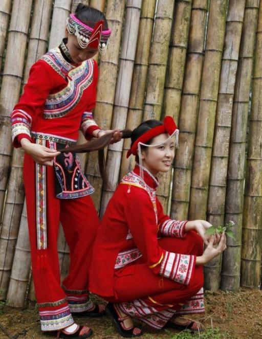 畲族族美女热女播舞主抖性感胸图片